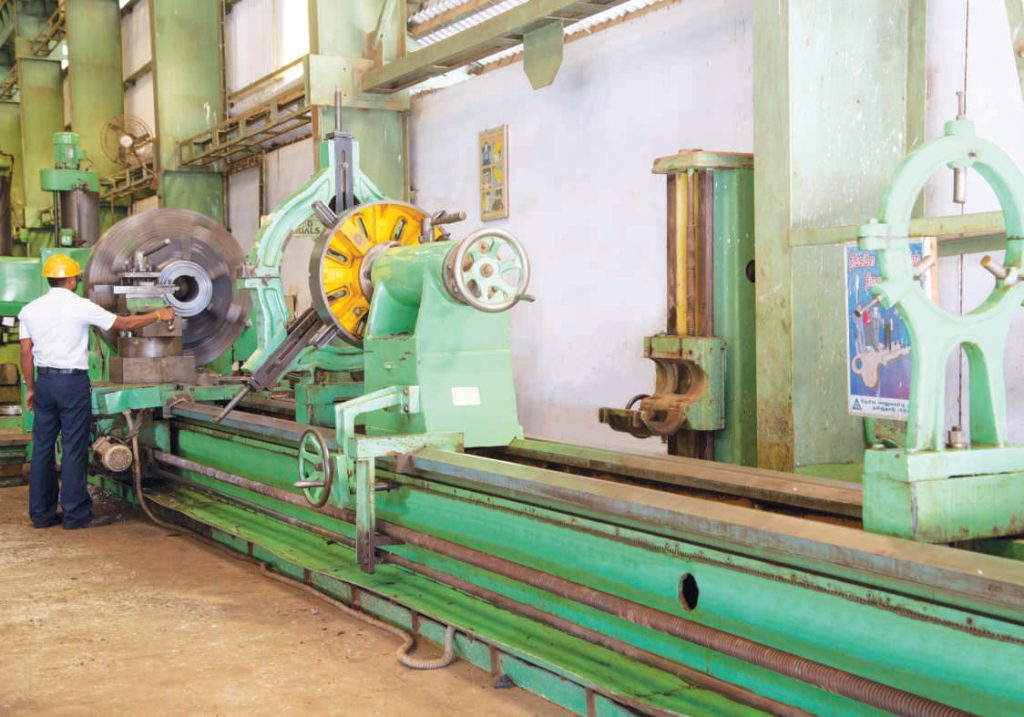 Heavy duty center lathe pic